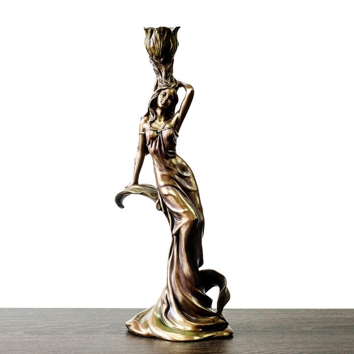 Statuetka devushka s kuvshinom